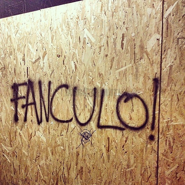 Scritte sui muri censurate-fanculo